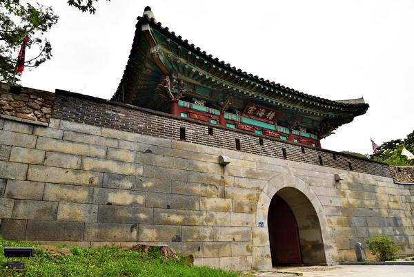 삼람성 남문 문루인 종해루(1976년 복원).